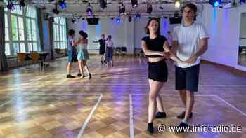 Lockerung auf dem Parkett: Eng tanzen in Corona-Zeiten - Inforadio vom rbb