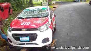 Se registró aparatosa volcadura de taxi en Catemaco - Diario Eyipantla