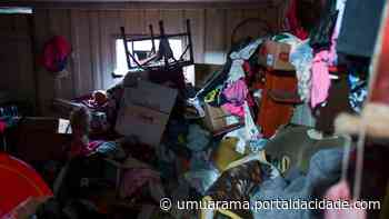 Quase dois caminhões de lixo são retirados de residência em Umuarama - ® Portal da Cidade   Umuarama