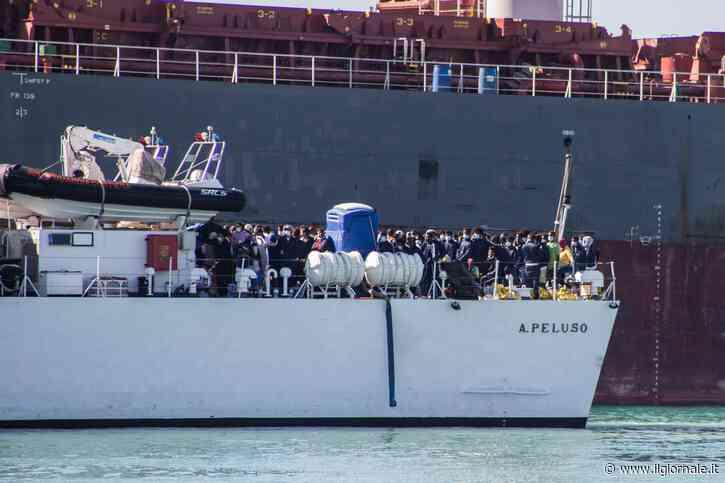 Porti e porte aperte a migranti e Ong, il governo cambia i dl Sicurezza
