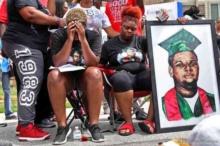 Prosecutor: No charges for officer in Michael Brown's death
