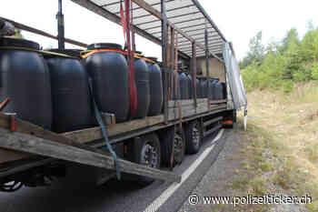 B7 / A44 Hessisch Lichtenau – 72 Fässer mit Tierdärmen mangelhaft gesichert – Polizisten stoppen gefährliche Fahrt von Sattelzug - Polizeiticker.ch