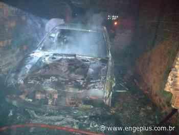 Em Imbituba, Bombeiros combatem incêndio em veículo - Engeplus