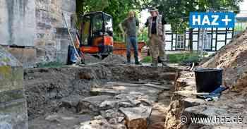 Grabungen an der Stiftskirche Wunstorf legen altes Fundament offen - Hannoversche Allgemeine