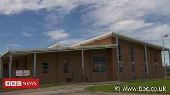 Coronavirus: Face masks compulsory at Holmes Chapel school - BBC News