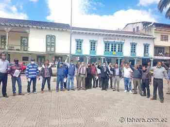 Militares jubilados exigen salud y pago de sueldos - La Hora (Ecuador)