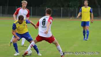 Sieg gegen Hertha 03 und Verlängerung: Daniel Becker bleibt in Luckenwalde (mit Galerie) - Sportbuzzer