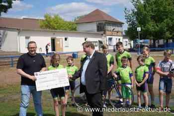 Spendenübergabe an den Radsport-Nachwuchs aus Senftenberg - NIEDERLAUSITZ aktuell