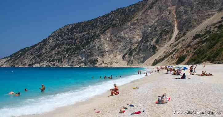 Grecia, turista milanese travolto da una frana sulla spiaggia di Myrtos: ferito alla testa, è in coma farmacologico