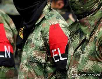 Aparece bandera del ELN en invasión de Pelaya - ElPilón.com.co