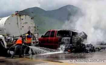 Se incendia camioneta en la súper carretera a Cerritos - Pulso de San Luis