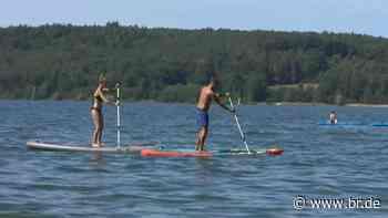 Trendsport Stehpaddeln: Boom auf Seen und Flüssen in Franken - BR24
