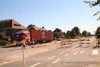 Aannemer begint er weer aan: nieuwe asfaltstrook voor alle weggebruikers