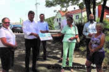 Besuch im DRK Zentrum in Landstuhl: Christian Baldauf besucht die Tafel - Landstuhl - Wochenblatt-Reporter