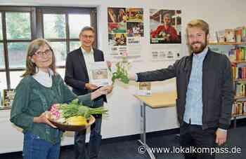 """Neukirchen-Vluyn: Fairtrade – Übergabe des Staffelstabes von Marion May-Hacker an Stephan Baur: Fairtrade-Ausstellung """"Nachhaltig handeln – Arbeitsschwerpunkte von Fairtrade"""" - Neukirchen-Vluyn - Lokalkompass.de"""