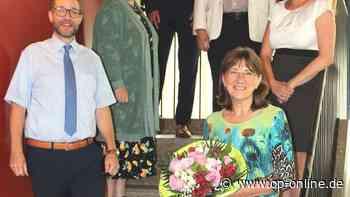Langjährige Maintaler Schulsekretärin Monika Huguet Reyes in den Ruhestand verabschiede - op-online.de