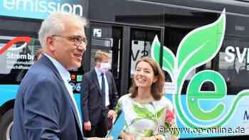 Maintal: Erster E-Bus im Kreis erfolgreich in Betrieb genommen - Tarek al-Wazir vor Ort - op-online.de