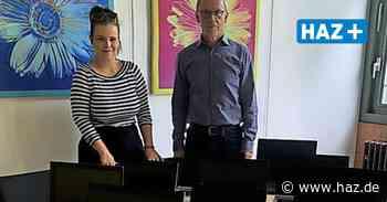 Lehrte: Flüchtlingsnetzwerk spendet Laptops an IGS - Hannoversche Allgemeine