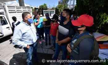Marchan normalistas en Chilpancingo; demandan plazas - La Jornada Guerrero