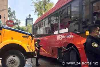 Tráiler impacta a Metrobús a la altura de Insurgentes y Chilpancingo - 24 HORAS
