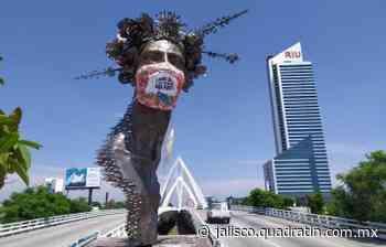 Colocan gigantescos cubrebocas a monumentos de Guadalajara - Quadratín Michoacán