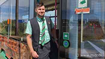 Straßenbahnfahrer: Ein leidenschaftlicher Straßenbahnfahrer in Magdeburg - MDR