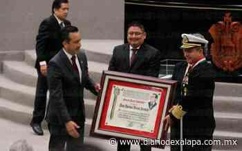 """Almirante José Rafael Ojeda Durán recibe medalla """"Adolfo Ruiz Cortines"""" - Diario de Xalapa"""