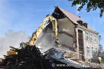 Im Video: Abriss der ehemaligen Wiehagenschule in Werne ist in vollem Gang - Dorstener Zeitung