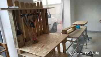 Tauschwerkstatt in Eberswalde: Hier werden Paletten zu Tischen und Stühlen aufgemöbelt - rbb24