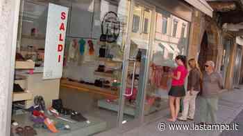 E' un fine settimana dedicato ai saldi a Borgomanero e Oleggio tra musica, dehors e negozi aperti - La Stampa