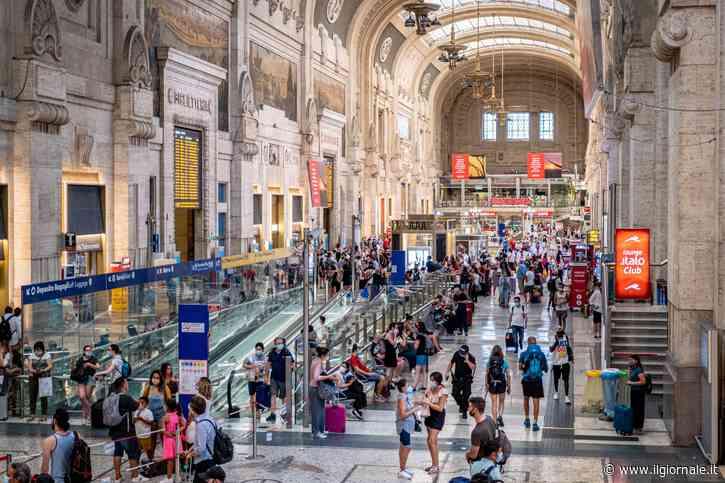 Nessuna distanza sui treni, è bufera: il governo costretto al dietrofront