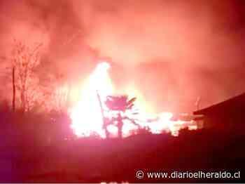 Linares: incendio destruyó local comercial en sector Guadantún - Diario El Heraldo Linares