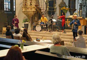 Schorndorf: Poesie und Musik bei der Stadtkirche am Abend - Schorndorf - Zeitungsverlag Waiblingen - Zeitungsverlag Waiblingen