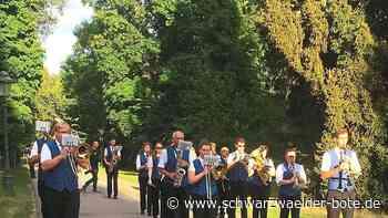 Donaueschingen: Stadtkapelle marschiert musizierend im Schlosspark - Donaueschingen - Schwarzwälder Bote