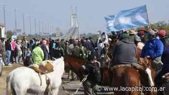 Dueños de campos y puesteros protestan en la ruta a Victoria por los incendios en las islas - La Capital