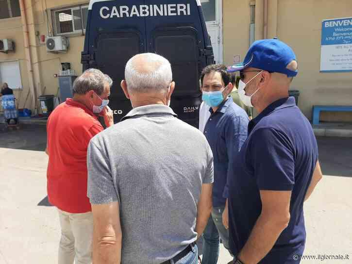 28 migranti via dall'hotspot. Terrore a Ragusa: 9 positivi