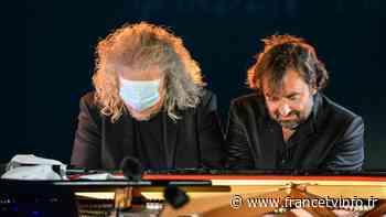 A Royan, Yvan Cassar et André Manoukian offrent aux soignants un duel d'improvisation lors du festival Un V... - Franceinfo