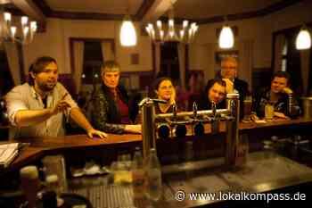 Poetry Pub unter freiem Himmel auf Hof Wessels in Herten: Fünf Minuten ohne Requisiten - Herten - Lokalkompass.de