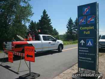 Gatineau Park parking lots fill up fast for popular spots - Ottawa Sun