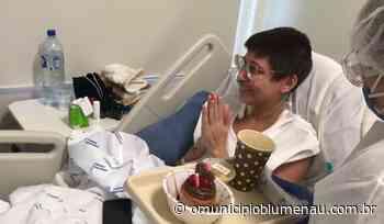 VÍDEO: Equipe do Hospital Santa Isabel celebra aniversário de 27 anos de paciente com Covid-19 - O Município Blumenau