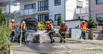 Feuer im Wohngebiet: Auto in Waldbronn brennt völlig aus   ka-news - ka-news.de