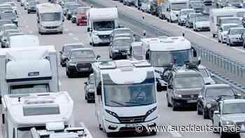 Reiseverkehr und Unfälle verursachen Staus auf Autobahnen - Süddeutsche Zeitung