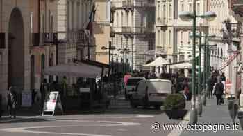 Sfrecciano in moto lungo il Corso, cadono, fuggono: denunciati - Ottopagine