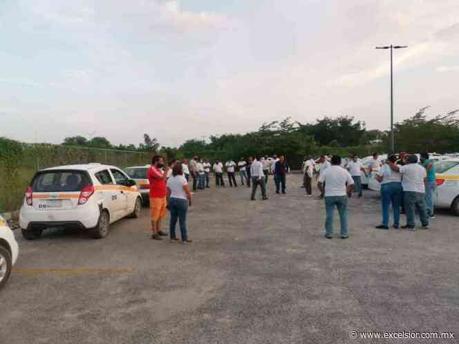 Taxistas de Chetumal exigen reabrir calles para poder trabajar - Excélsior