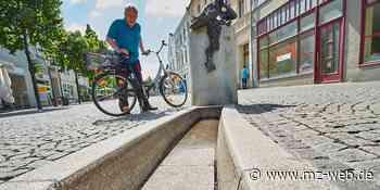 Wasserspiel auf Poststraße Bernburg wird mit zwei Monaten Verspätung repariert: Brunnen soll bald wieder sprudeln - Mitteldeutsche Zeitung