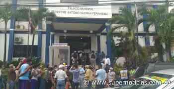 Ex empleados de ayuntamiento Santo Domingo Oeste reclaman liquidación - supernoticias.com.do