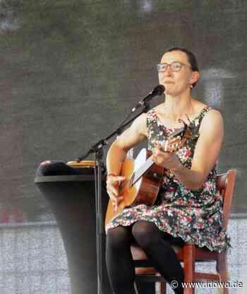 Landau an der Isar: Kabarettistin Martina Schwarzmann beim Kultursommer - idowa