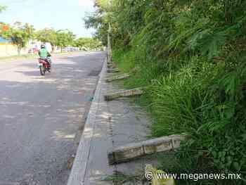 Postes de concreto afectan banqueta en avenida de Campeche - Meganews