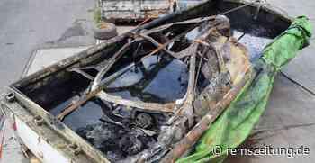 Aus Sicherheitsgründen: Der in Lorch ausgebrannte Hybrid-Volvo muss im Wasserbad ruhen - Rems-Zeitung