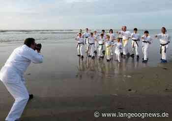 Karate-Foto-Shooting in der Abendsonne | Langeoog Aktuell - Langeoog News